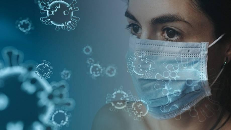 Coronavirus vrouw met mondkap